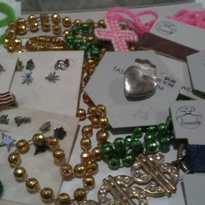 20 Pcs assorted jewelry earrings, necklaces plus